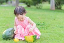 秋天这几类水果尽量少给娃吃,容易积食还耽误长个,宝妈对照着看-颜夕夕萌物馆_儿童早教一站就够了