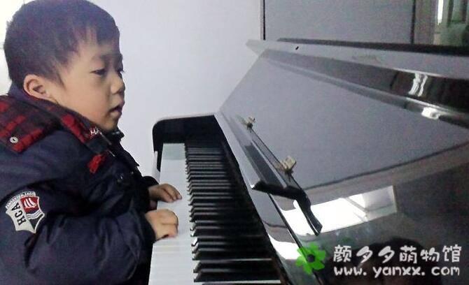 跟弹钢琴的儿子斗智斗勇,有点辛苦却也妙趣横生!图片